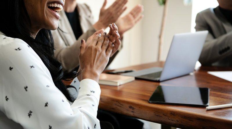 Descubra agora como você pode se preparar para motivar sua equipe de corretores a vender mais no mercado imobiliário.